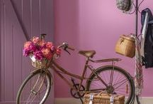 Gorgeous pink interiors / Whether pastel shades, soft blush tones, or deeper hues, fall in love with pink again with these home decor ideas.
