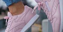Pinke Sneaker / Mal ganz ehrlich, Schuhe kann man doch echt nicht genug haben, oder? Vor allem, wenn es um Sneaker geht - in unserer Lieblingsfarbe Pink. We loooove!