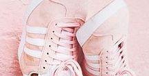 Millennial Pink / Zeitlos und absolut DIE Farbe 2017: Millennial Pink. Sneaker, Kleider, Taschen oder auch Beauty-Essentials sind in diesem Jahr in diesem soften Rosa. We looooove!