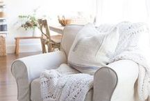 real life reviews of Comfort Works slipcovers / A collection of real-life, before/after slipcover photos from our customers of their transformed living rooms, featuring their revamped old sofas with snazzy new sofa covers. Here you'll also find blogger reviews and collaborations. https://comfort-works.com/en/