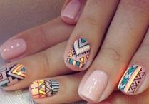 Nails aztec pattern