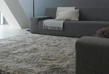 Carpet Sign / Alles wat Carpet Sign produceert is maatwerk. De kleur, de maat, de structuur en de vorm van een vloerkleed verschilt per persoon en wordt volledig naar wens aangepast. Tekeningen van uw interieur, stofdesigns of sfeerimpressies kunnen daarbij behulpzaam zijn. Samen met de ontwerpers van Thomassen Interieurs gaat Carpet Sign vervolgens voor u aan de slag om een voorstel van een karpet uit te werken dat helemaal voldoet aan uw wensen.