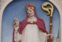 Sint Nicolaas / Amsterdam / Amsterdam heeft al eeuwen een speciale band met de goedheiligman. Sint Nicolaas is de beschermheilige van Amsterdam. De eerste Sinterklaasfeesten waarvan we weten dat ze hebben plaatsgevonden, werden al in de 15e eeuw gehouden. Op kermisachtige sinterklaasmarkten werd 'Sinter Claescoeck', amandelbrood, marsepein en vrijers en vrijsters verkocht.