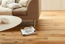 DUBOVÉ PODLAHY / Dubové dřevo je synonymem tvrdosti, odolnosti a velmi dlouhé životnosti. Dubové podlahy se vyrábějí v provedeních různého zbarvení, počínaje barvou přírodního dřeva až po tmavočervené a tmavohnědé, bílé, černé, či čokoládové tóny, kterých se dosahuje tónovacími oleji. http://podlahove-studio.com/87-dubove-podlahy