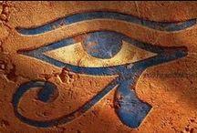 Antiguo y Enigmático Egipto / Tierra de Faraones. Vestigios de un pasado inmortal. Ecos de la búsqueda de nuestro origen y destino en las estrellas. / by Martin Zubillaga
