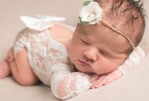 Newborn Photography Ideas / Photography Ideas for the perfect newborn photo shoot. Find newborn posing ideas and the perfect little newborn outfits for pictures including handmade rompers and headbands by Belle Threads. Newborn Photography Ideas / Newborn Photography Poses / Newborn Photography Props /  #newbornstudioportraits #newbornsession #newbornprops #newbornportraits