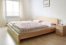 Apartment in south center /       Accomodation for 6 persons     2 Sleeping rooms     1x Double bed / 1x Single bed / 1x Couch     1 Bad mit Dusche und WC     1 Küche     3. Obergeschoss (Fahrstuhl vorhanden)     ruhige Wohnanlage südlich des Stadtzentrums     5 Minuten zu Fuß ins Zentrum     direkt an Kneipenmeile Karl-Liebknecht-Straße (Karli)