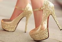 Shoes, Outfits and Purses that I would Totally Rock. / shoes and purses that are beyond beautiful / by Linda Medrano