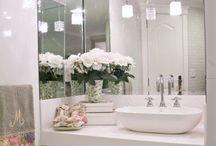 Banheiros / Acho chique banheiros bem planejados e decorados. Que tal uma inspiração ?