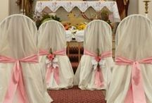 Dekoracje w kościołach / Kwiaty, dekoracje i dodatki w kościołach podczas ceremonii ślubnych.