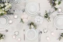 Carska zima - ślubna sesja zdjęciowa / Ślubna sesja zdjęciowa w zimie. Suknie ślubne, fotografia ślubna, bukiety ślubne, bukiety na stołach, zaproszenia, dekoracje stołów w zimowej kolorystyce.