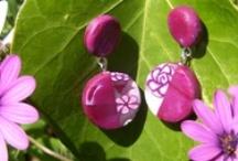 """Japanese Cherry / Hanami (literalment """"contemplació de flors"""") és el costum tradicional japonès de gaudir de la bellesa de les flors, sobretot les de cirerer (sakura). La pràctica del hanami té més d'un miler d'anys d'antiguitat, i encara és molt popular al Japó avui en dia.  Col.lecció creada en argila polimèrica"""