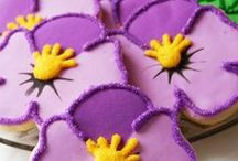 flower cookies / by Lynne Ver Straete