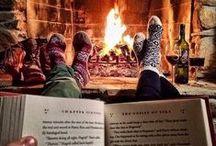 Winterlezen / Het wordt kouder en het is 's avonds eerder donker. Dat maakt sommige lezers  ontzettend blij, Zij vinden het heerlijk om te lezen terwijl het buiten sneeuwt en stormt. Deze tijd van het jaar is voor hen een tijd om extra te genieten van lezen. De Bibliotheek Rijssen-Holten heeft alles in huis voor deze  periode vol leesplezier.