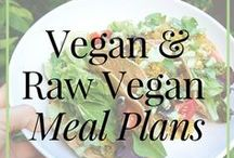 Raw and Vegan // Meal Plans / Easy, quick and delicious raw vegan and vegan meals plans to help you get going on a whole food plant-based diet, with the most flavorful recipes and vegan meal ideas. Meal prep and meal planning is key when you want to succeed on a vegan lifestyle!