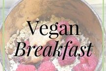 Raw and Vegan // Breakfasts / Delicious, quick and easy vegan and raw vegan breakfast recipes and vegan breakfast meal ideas