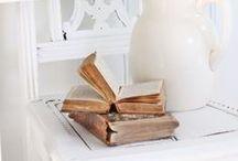 Vieux livres / by Danièle