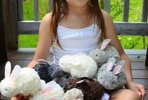 Pom Pom Crafts / Fun DIY Decor and crafts made with pom poms. Easy activities for kids and toddlers.