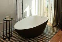 Baños / Todos los productos de Orac Decor son resistentes a la humedad, flexibles, y por ello, se pueden colocar en todas las estancias de nuestro hogar, incluso en el exterior. Consulta todos nuestros productos: www.exxentdecor.com
