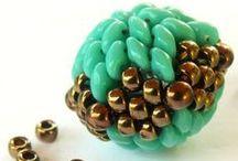 Korálkovanie - šité koralky, guličky
