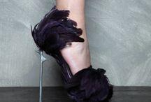 Ayakkabı aşktır. (Shoe is love.)