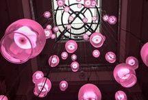 DYDELL | Hotel / De verlichting in een hotel zorgt mede voor een gastvrij ontvangst van bezoekers. Of het nou gaat om deelnemers van een congres of bezoekers die komen overnachten, een prettige sfeer begint met het juiste licht. DYDELL.com