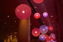 DYDELL   Theater / Theaters zijn indrukwekkende en stijlvolle locaties, die zich zowel 's avonds als overdag uitstekend lenen voor uiteenlopende doeleinden. Met de dynamische theaterverlichting van DYDELL kunnen garderobes, foyers en concertzalen eenvoudig in de passende ambiance worden gezet. Een prettige sfeer begint met het juiste licht.