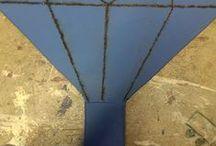 Bordtennisbat / Krydsfiner der skæres ud. Håndtaget laves af to ekstra stykker krydsfiner der slibes til for at gøre det rundt.