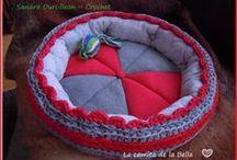 Camita de TraPiLLo para mi Gatita Bella :-) / Reciclando poleras (remeras) podemos realizar infinidad de tejidos con resultados hermosos.