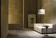 Verlichting / Om de juiste sfeer te creëren in uw interieur is een goed verlichtingsplan essentieel. Subtiel, functioneel of intieme sfeerverlichting, bij Smellink Wonen + Design vindt u al deze elementen.