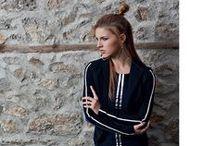 Jane Lushka / Jane Lushka is een populair Nederlands vrouwenmerk die ook bij ons zeer goed in de smaak valt. De kleding van Jane Lushka is vaak te herkennen aan de welbekende bies de veel terugkomt. Zo ook in deze collectie. Leuk hè?!