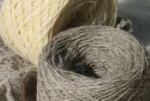 Nos laines naturelles / Tout droit tondu sur le dos de nos animaux : laine et mohair... Merci à tous nos animaux !