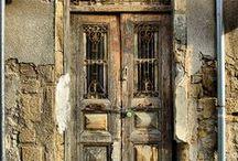 Hus dører. / bilder av husdører og vinduer .