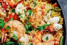 Dinner: Easy & One Pan Recipes / Easy recipes to help you prepare dinner during those busy weeks.