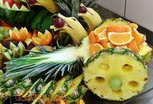 WOZY Z ANANASA / Wozy wykonane z ananasa na owoce albo przekąski. Ciekawy i bardzo prosty tani prezent dla Twoich gości. Na uroczystość weselną do dekoracji stołów weselnych lub stołów z owocami. Na urodziny lub inne uroczystości.