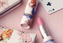 Make-up  ♥ / Autour du maquillage: wishlist, favoris & beaux packagings. Avec des marques chic ou régressives, comme Too Faced, Paul & Joe, Benefit etc. Cool and beautiful make-up products
