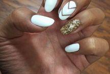 Pretty Nails / by Claudia Calderon