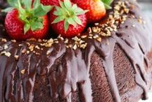 Yummy Dessert Recipes / The most delicious dessert recipes on Pinterest. #desserts #easydesserts #foodblogger #cakes #brownies #dessertbars