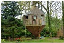 Vacances dans les arbres / Pour une expérience de vacances en pleine nature, au fond des bois, au plus près des animaux de la forêt... les cabanes perchées dans les arbres vous offriront un séjour insolite !