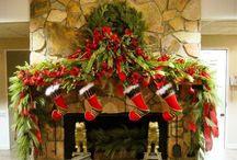 Schoorsteenmantel versiering voor de kerst, kerstmantel / Doe hier inspiratie op om je schoorsteen helemaal in kerstsfeer te brengen. Guirlandes, kerstsokken, lichtjes, kaarsen en nog veel meer!  Alles voor een mooie kerst.