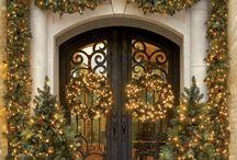 Buitenversiering kerst / Ook buiten kerst! Denk hierbij aan je voordeur, achtertuin, voortuin en je balkon. Overal kerst