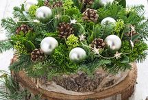 Kerst bloemstukken / Doe inspiratie op om een geweldig kerststuk op tafel te zetten