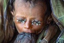 """Pas de mots ... monde de merde / where's humanity ? / parce qu'on ne peut pas fermer les yeux, parce qu'un enfant ne devrait pas souffrir, parce que j'aime les enfants plus que tout, parce que le monde est inhumain, parce que """"l'homme"""" est une espèce ratée utilisant sa propre intelligence pour s'autodétruire, parce que mon coeur saigne, parce que je ne comprendrais jamais comment on peut toucher à un enfant, parce que je suis humaine, parce que non à la famine, non à la barbarie, parce que chaque jour je pense à eux ... je hurle ici en silence ..."""