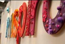 Ferias / Innspiro esta presente en varias ferias donde podrás encontrar ofertas exclusivas, demostraciones y talleres para aprender las últimas tendencias.  Los talleres de Innspiro están pensados y desarrollados para todos los profesionales del sector de las artes creativas.Dirigimos varios talleres dónde se resumen todas las novedades del año y las tendencias actuales.