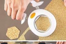 Fiskars / La marca especializada en la creación de herramientas para el ocio creativo, fue fundada hace más de 350 años en un pueblecito del Sur de Finlandia llamado Fiskars. Años de experimentación, investigación y desarrollo, permitieron a FISKARS® abrirse paso a escala internacional en 1967, cuando se crearon las tijeras de aros naranjas, ahora famosas en el mundo entero como símbolo de excelente calidad.