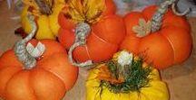 Őszi dekoráció: őszi hangulatú kopogtatók, ajtódíszek,asztaldíszek festett mécsessel, kobolddal. / őszi hangulatú kopogtatók, ajtódíszek,asztaldíszek festett mécsessel, kobolddal. https://www.facebook.com/m.virag.studio?ref=hl