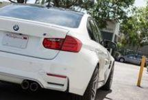 BMW M3 F80 z wydechem Remus / Najlepsze sportowe samochody potrzebują najlepszych układów wydechowych.  Doskonałym na to przykładem jest najnowsze BMW M3 - kultowy już samochód sportowy BMW. Niestety jego dźwięk pozostawia wiele do życzenia...  Z pomoca przychodzi kompletny system Remus, który nie tylko zdecydowanie poprawia brzmienie samochodu, ale również wpływa pozytywnie na jego osiągi oraz  - dzięki carbonowym końcówkom - na wygląd BMW M3.  Zapraszamy! Remus Polska http://www.remus-polska.pl/