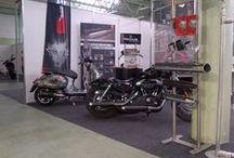 Pannonia Custom Show 2016 / W dniach 1-3 kwietnia odbyła się wystawa motocykli Pannonia Custom Show. Nie mogło tam zabraknąć reprezentacji wydechów z Wilkiem.  Remus na swoim stoisku zaprezentował najnowsze rozwiązania dla motocykli Harley-Davidson. Zwiedzający mogli przyjrzeć się z bliska nowemu systemowi klap SC15 oraz wydechowy 2in1 dla Night Roda.  Zapraszamy do zapoznania się z ofertą Remus dla wszelkiego rodzaju motocykli w Remus Polska!  http://www.remus-polska.pl/