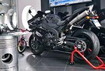 Yamaha R1 w serwisie MK Speed / W serwisie MK Speed możecie podziwiać.. niesamowity motocykl!  Przepiękna Yamaha R1 z podwójnym układem wydechowym Remus przyciąga spojrzenia i umila czas spędzony w serwisie :)  Jak Wam się podoba taki pomysł?  Oficjalny Dystrybutor w Polsce --- Remus Polska http://www.remus-polska.pl/