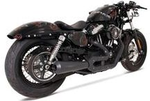 Sportowy tłumik Remus dla Harley-Davidson Sportster / Harley-Davidson to od zawsze jednoślady cechujące się niebanalnym stylem oraz ogromem możliwości personalizacji. Ważnym elementem wszystkich tych motocykli są więc również układy wydechowe – zachwycające swoim dźwiękiem oraz designem. Świetnym przykładem są rozwiązania REMUS dla motocykli z serii Sportster.  Więcej informacji: http://www.remus-polska.pl/sportowy-uklad-wydechowy-remus-dla-harley-davidson-sportster/  Wyłączny Przedstawiciel Remus w Polsce Remus Polska http://www.remus-polska.pl/
